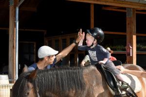 kind-op-paard