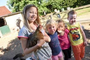 kinderen-met-een-kip